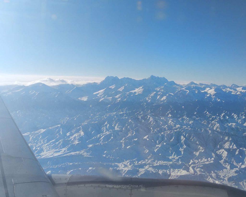 Hoge bergen in de buurt van Urumqi
